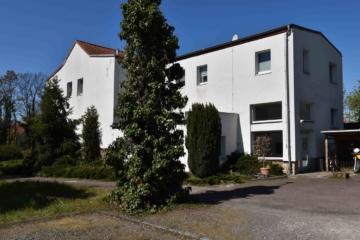 Reizvolles Mehrfamilienhaus mit großem Grundstück, 04158 Leipzig / Wiederitzsch, Mehrfamilienhaus